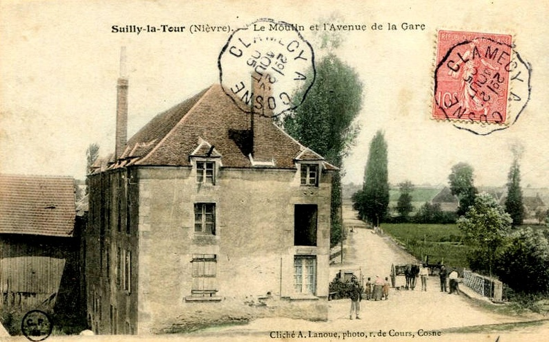 Suilly_la_Tour_Moulin_et_avenue_de_la_gare.jpg