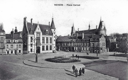 Nevers place Carnot